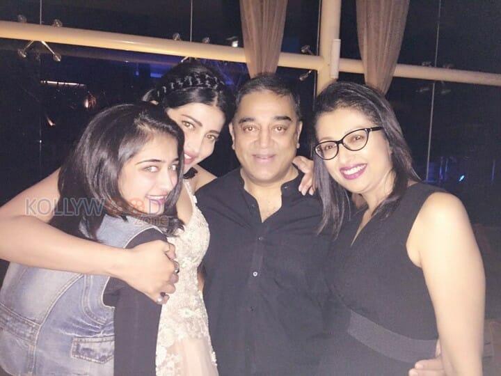 Actress Shruti Haasan Birthday Celebration Pictures 05 - Shruti's Birthday Celebration