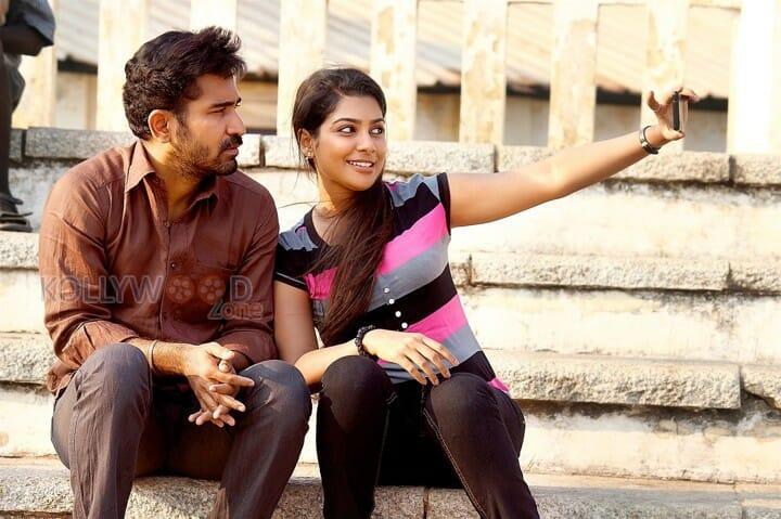 Pichaikkaran - Vijay Antony and Satna Titus
