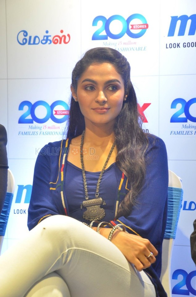 Andrea Jeremiah to Sing a Song for Bhaskar Oru Rascal
