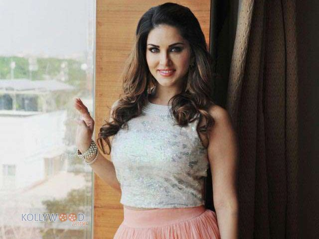 Sunny Leone - Sunny Leone to shake legs for a song in Mammootty's upcoming film
