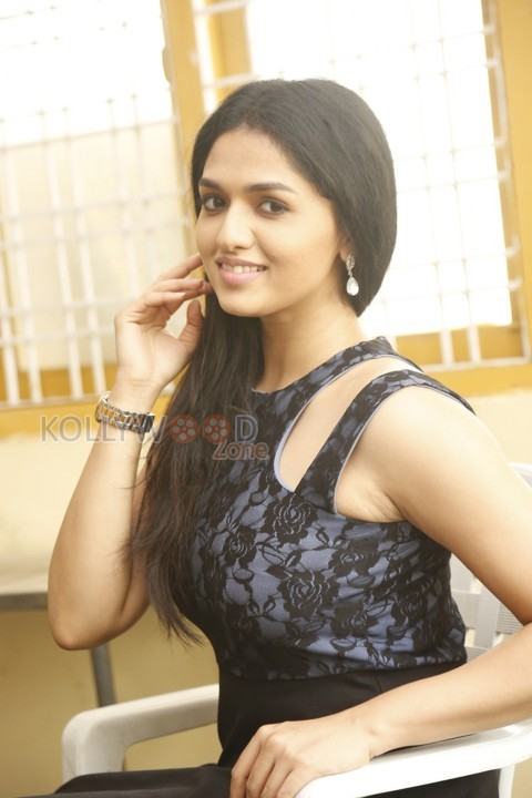 actress sunainaa - Sunainaa joins Yogi Babu and Karunakaran to take a sci-fic Trip!