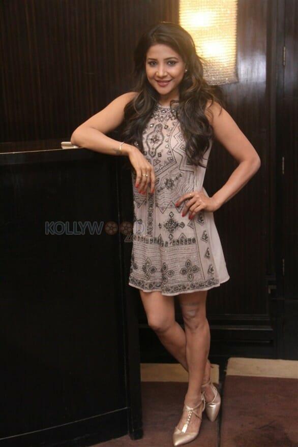 Actress Sakshi Agarwal At Chennai Woke Up For A Make Up Chat With Fashion Gurus Pictures