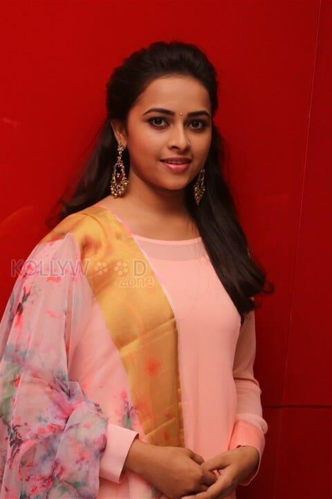 Actress Sri Divya At Maaveeran Kittu Audio Launch Photos
