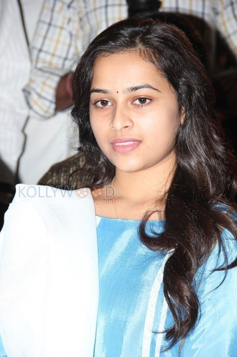 Actress Sri Divya Latest Pictures