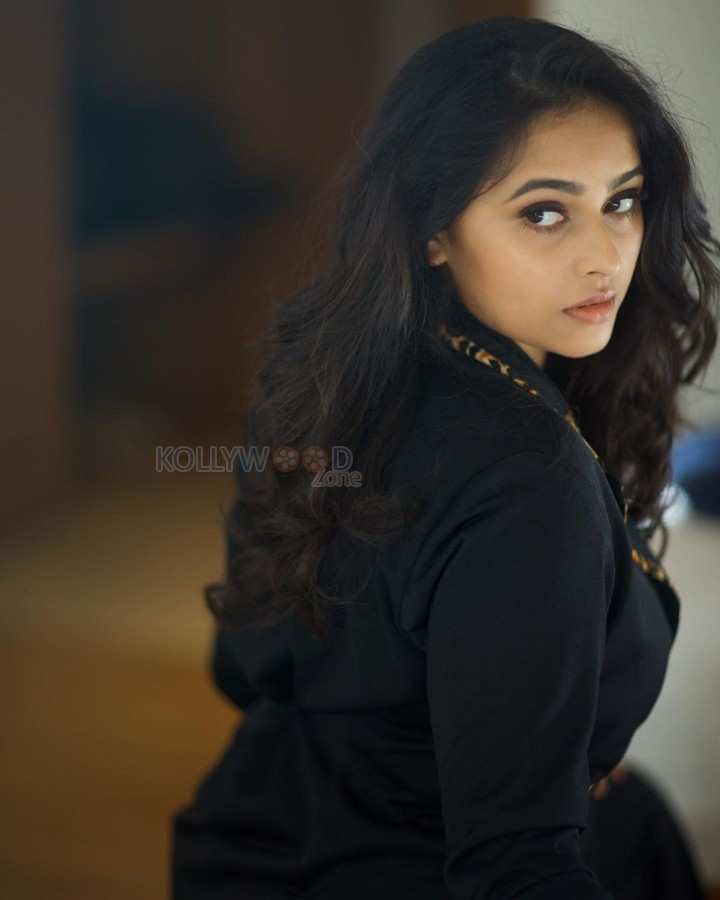 Beautiful Sri Divya Photoshoot Pictures