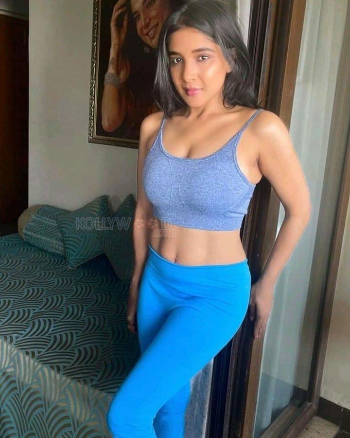 Sakshi Agarwal Workout Photos 01