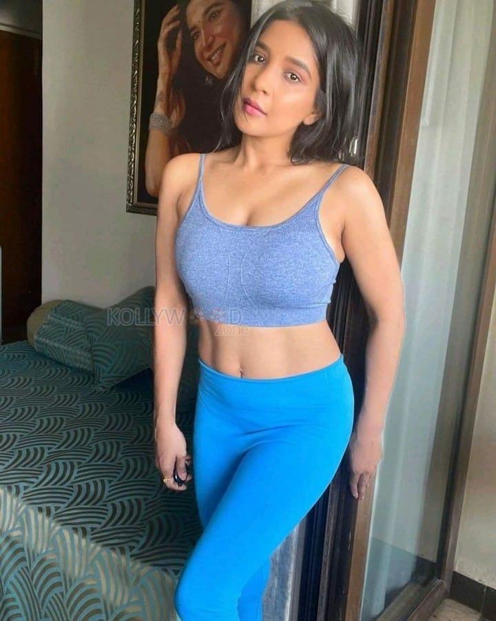 Sakshi Agarwal Workout Photos 02