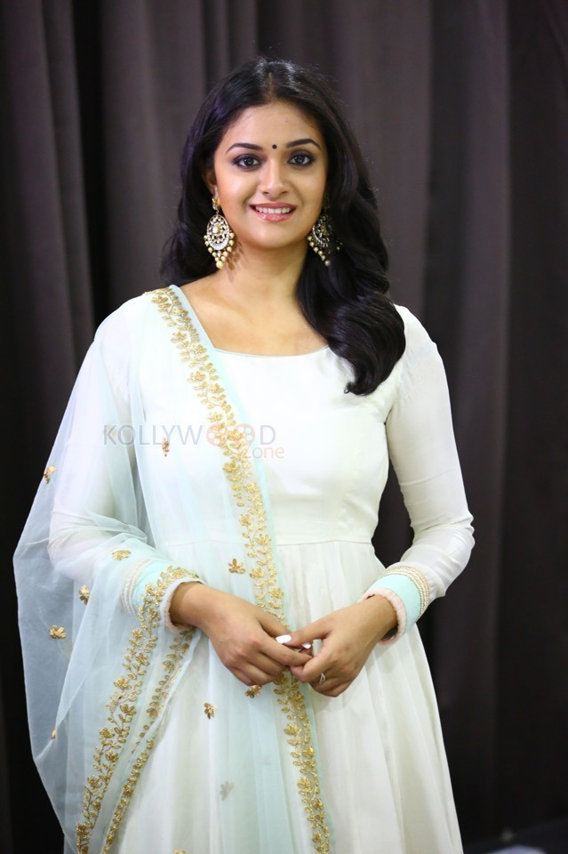 Tamil Actress Keerthy Suresh New Photoshoot Pictures