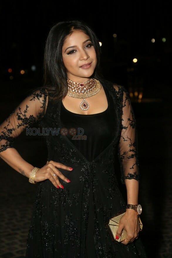 Telugu Actress Sakshi Agarwal Pictures