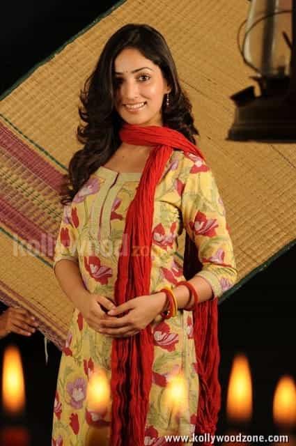 Gouravam Movie Heroine Yami Gautam Pictures
