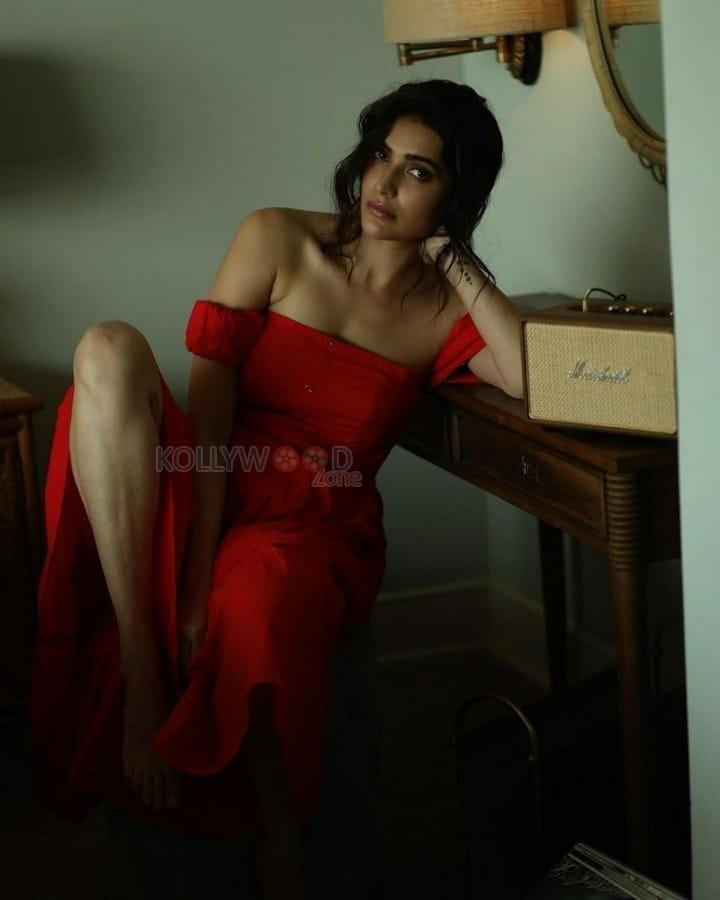 Hindi Actress Karishma Tanna Sexy Photoshoot Stills