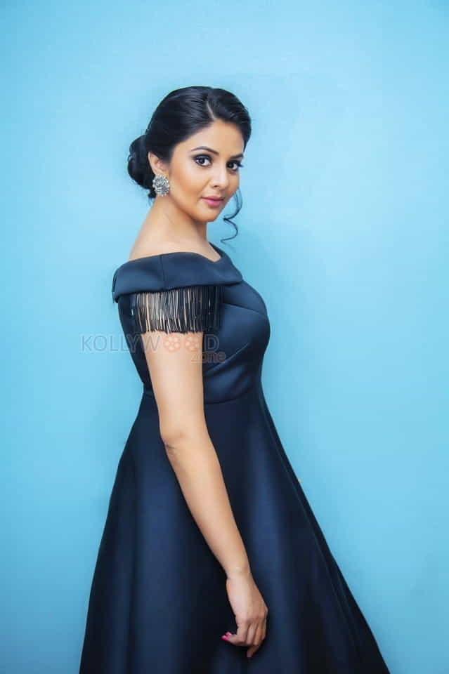 Telugu Anchor And Actress Sree Mukhi Photoshoot Pictures