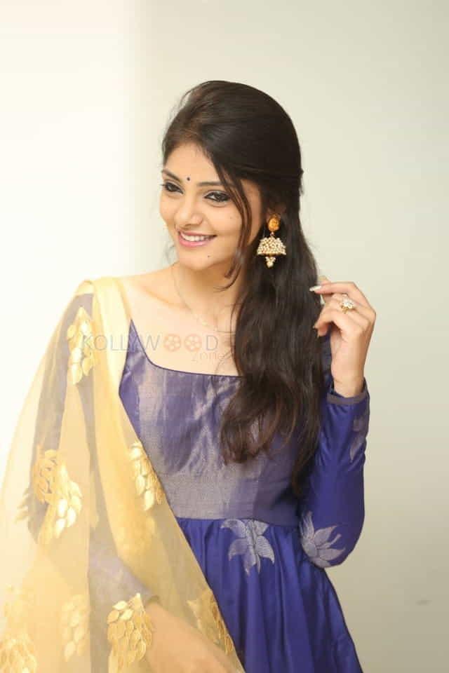 Actress Rahasya Gorak At Raja Vaaru Rani Gaaru Movie Poster Launch Press Meet Photos