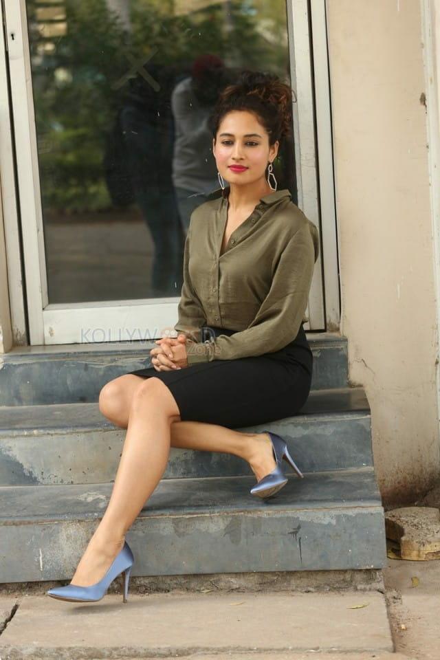 Actress Pooja Ramachandran At Devi Sri Prasad Pre release Event Photos 04