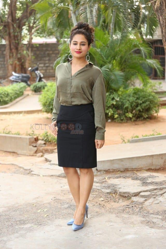 Actress Pooja Ramachandran At Devi Sri Prasad Pre release Event Photos 06