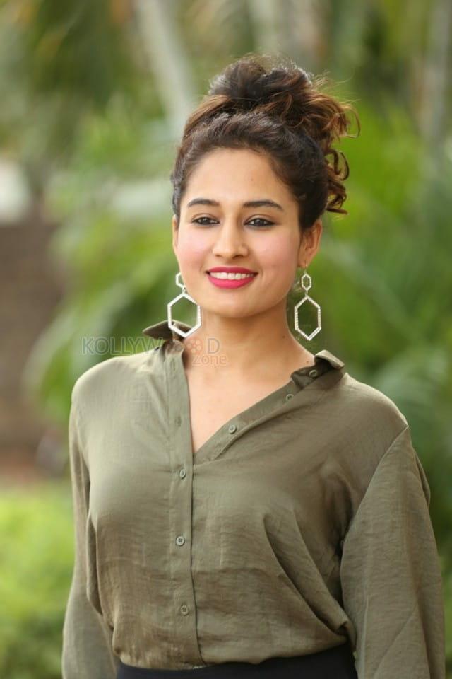 Actress Pooja Ramachandran At Devi Sri Prasad Pre release Event Photos 07