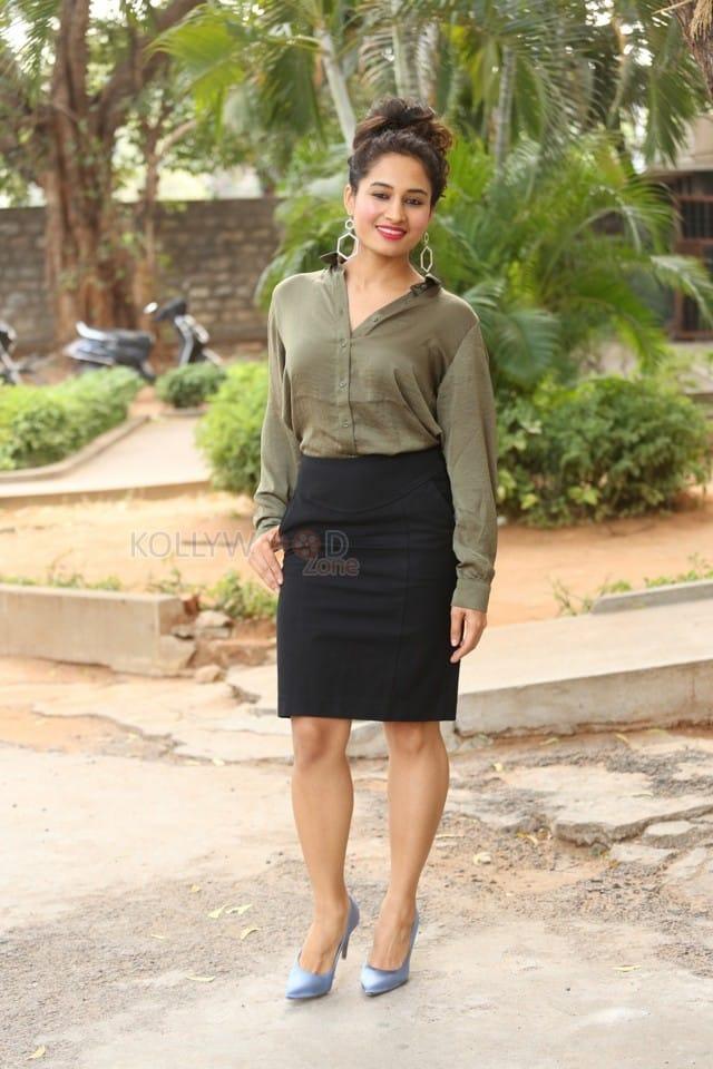 Actress Pooja Ramachandran At Devi Sri Prasad Pre release Event Photos 08