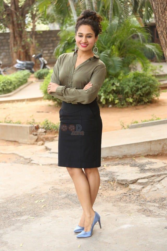 Actress Pooja Ramachandran At Devi Sri Prasad Pre release Event Photos 16