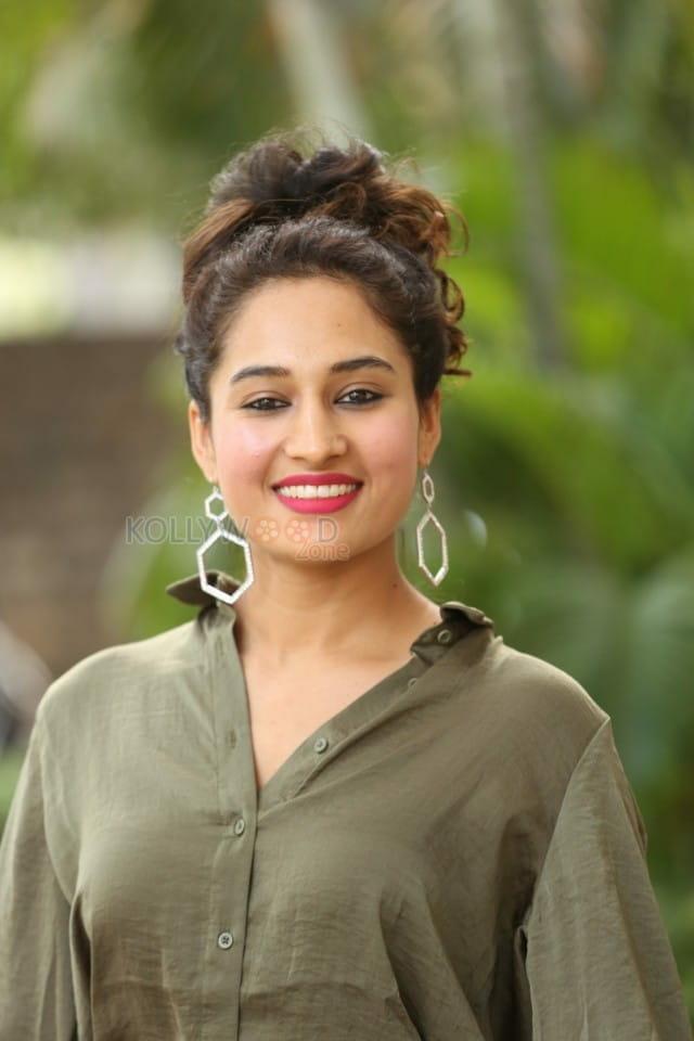 Actress Pooja Ramachandran At Devi Sri Prasad Pre release Event Photos 17