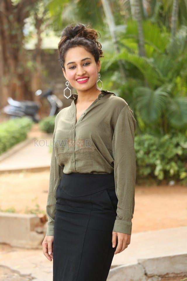 Actress Pooja Ramachandran At Devi Sri Prasad Pre release Event Photos 18