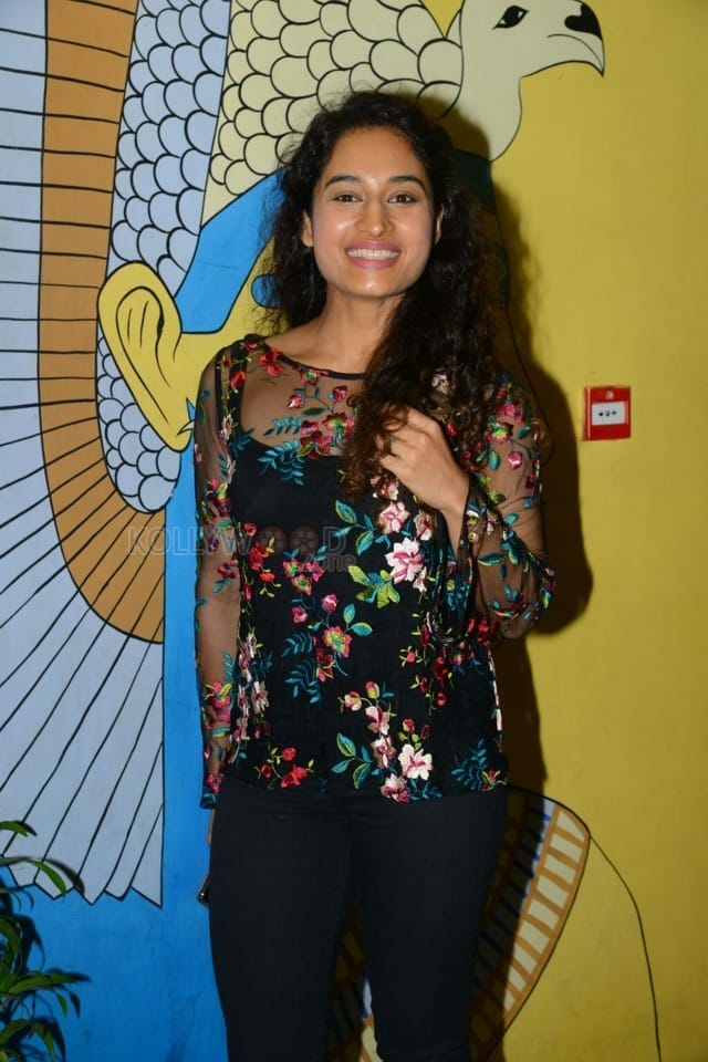 Actress Pooja Ramachandran At Evaru Movie Premiere Show Photos 05