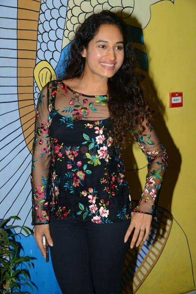 Actress Pooja Ramachandran At Evaru Movie Premiere Show Photos 08