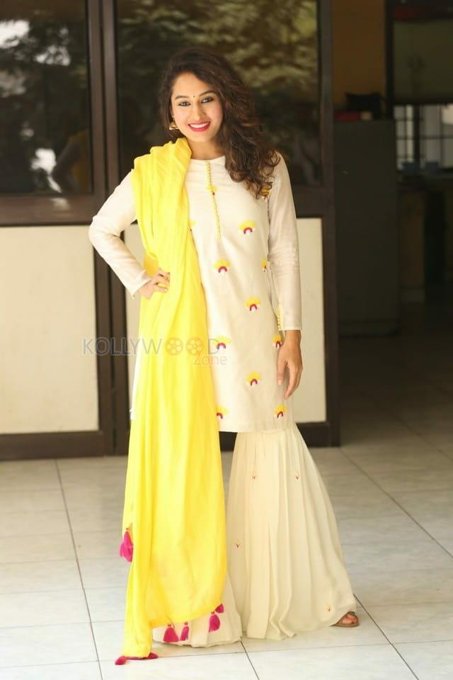 Actress Pooja Ramachandran At Law Love And War Movie Success Celebrations Photos 03