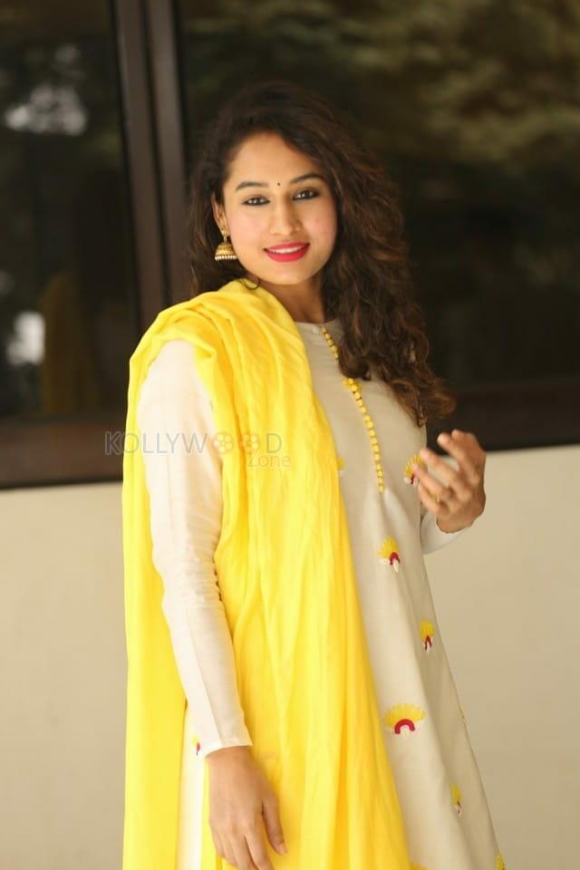 Actress Pooja Ramachandran At Law Love And War Movie Success Celebrations Photos 04