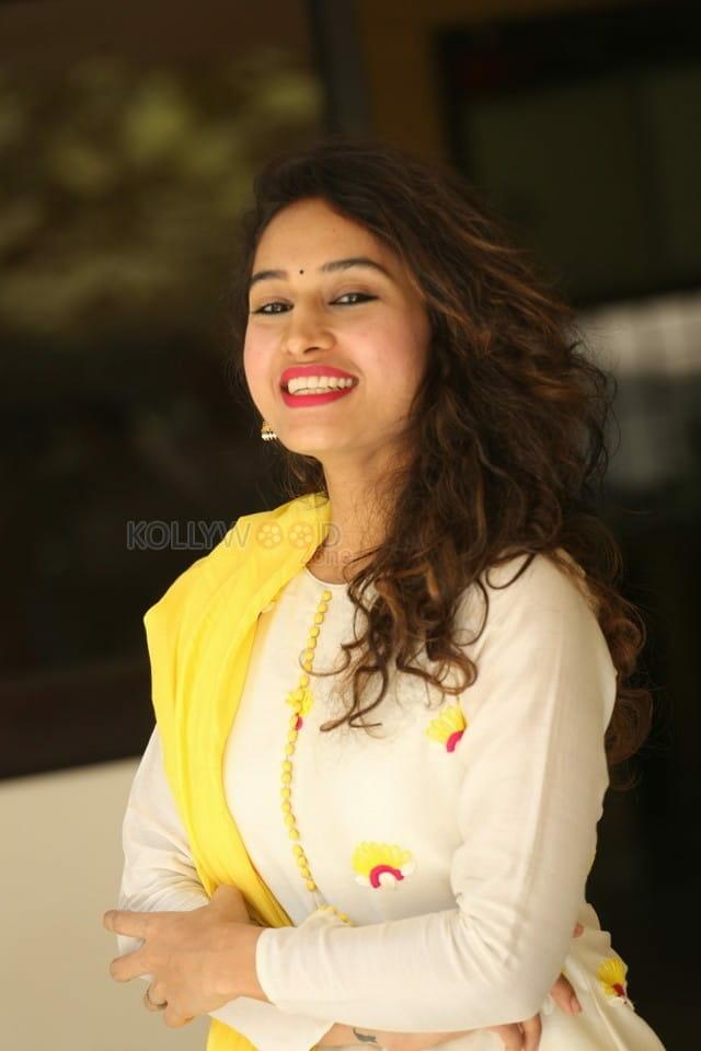Actress Pooja Ramachandran At Law Love And War Movie Success Celebrations Photos 07