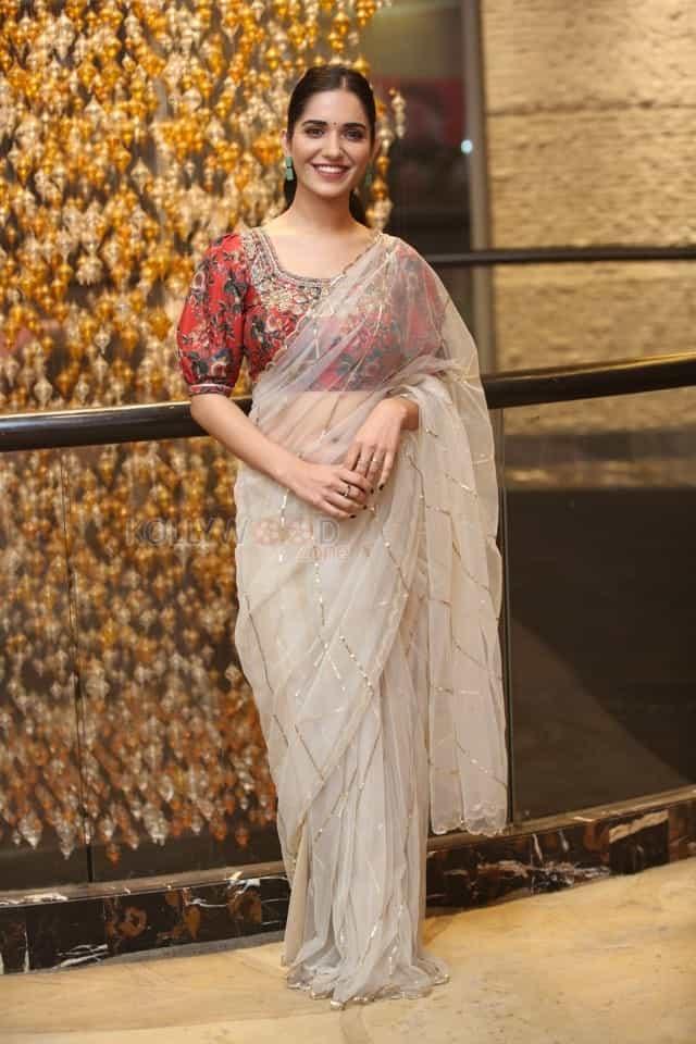 Actress Ruhani Sharma at Nootokka Jillala Andagadu Pre Release Event Photos 01