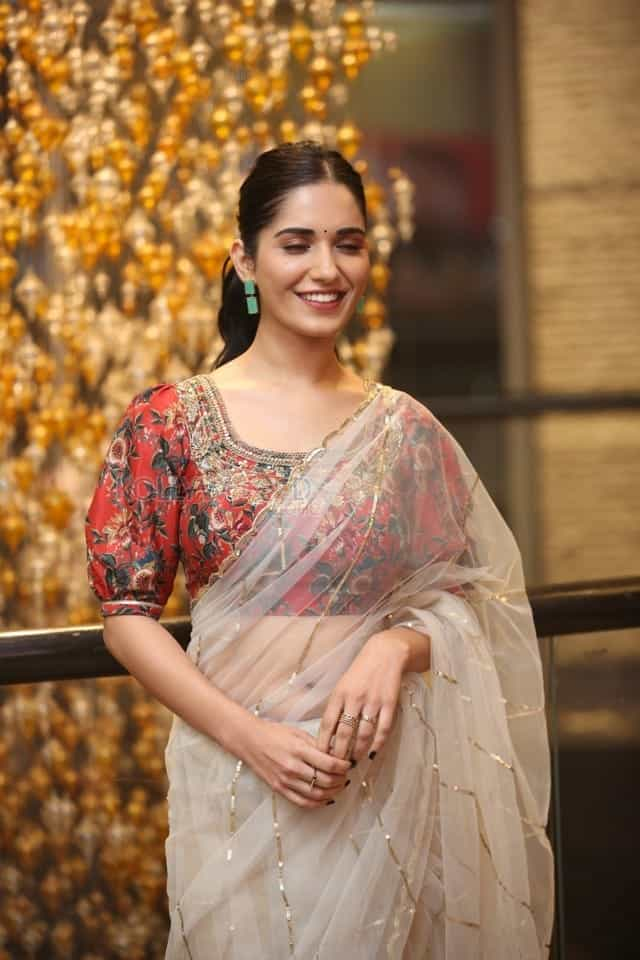 Actress Ruhani Sharma at Nootokka Jillala Andagadu Pre Release Event Photos 02