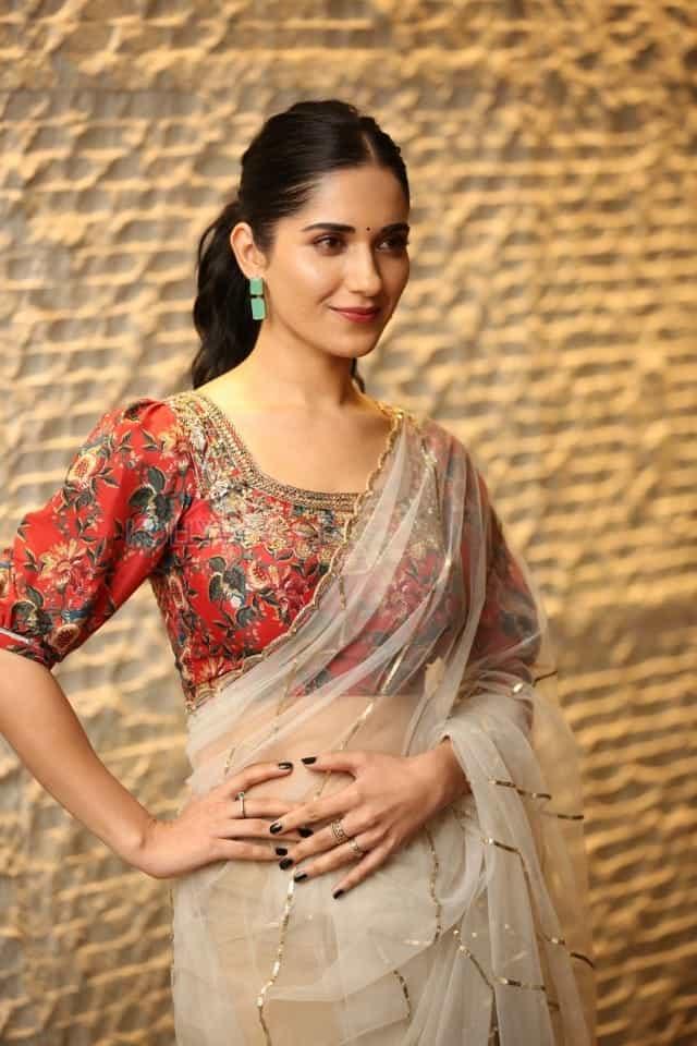 Actress Ruhani Sharma at Nootokka Jillala Andagadu Pre Release Event Photos 07