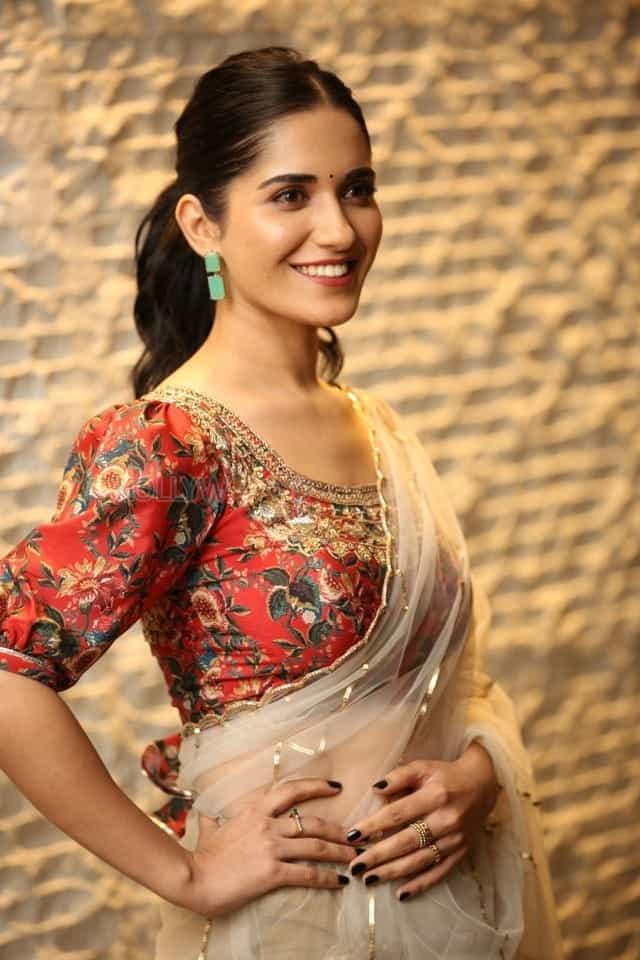 Actress Ruhani Sharma at Nootokka Jillala Andagadu Pre Release Event Photos 11