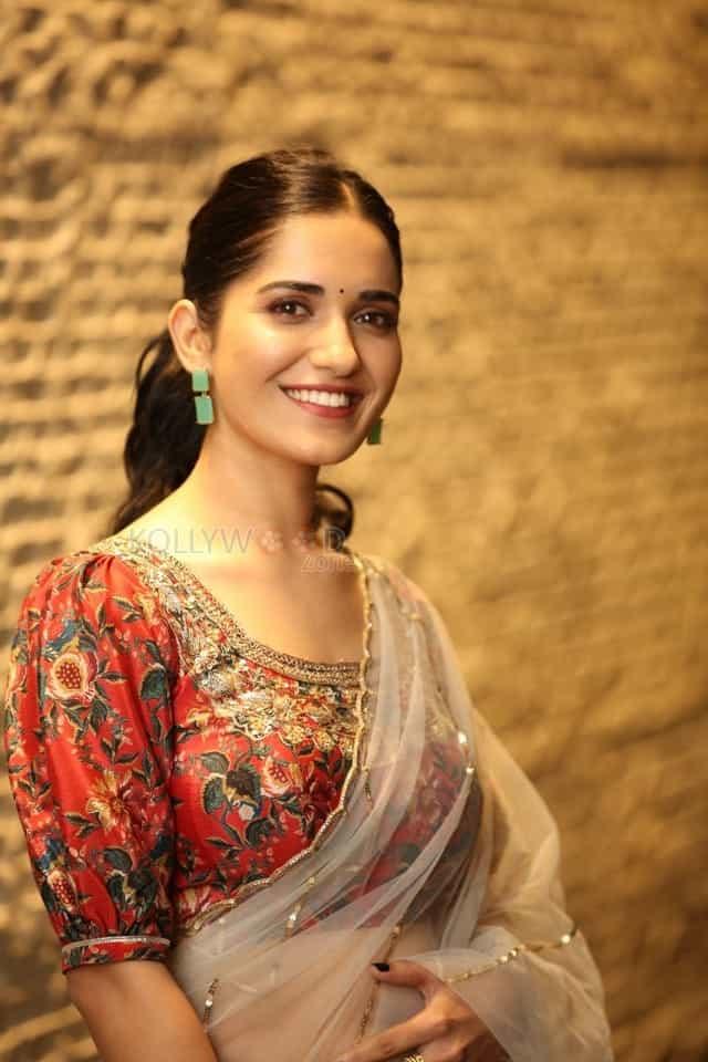 Actress Ruhani Sharma at Nootokka Jillala Andagadu Pre Release Event Photos 14