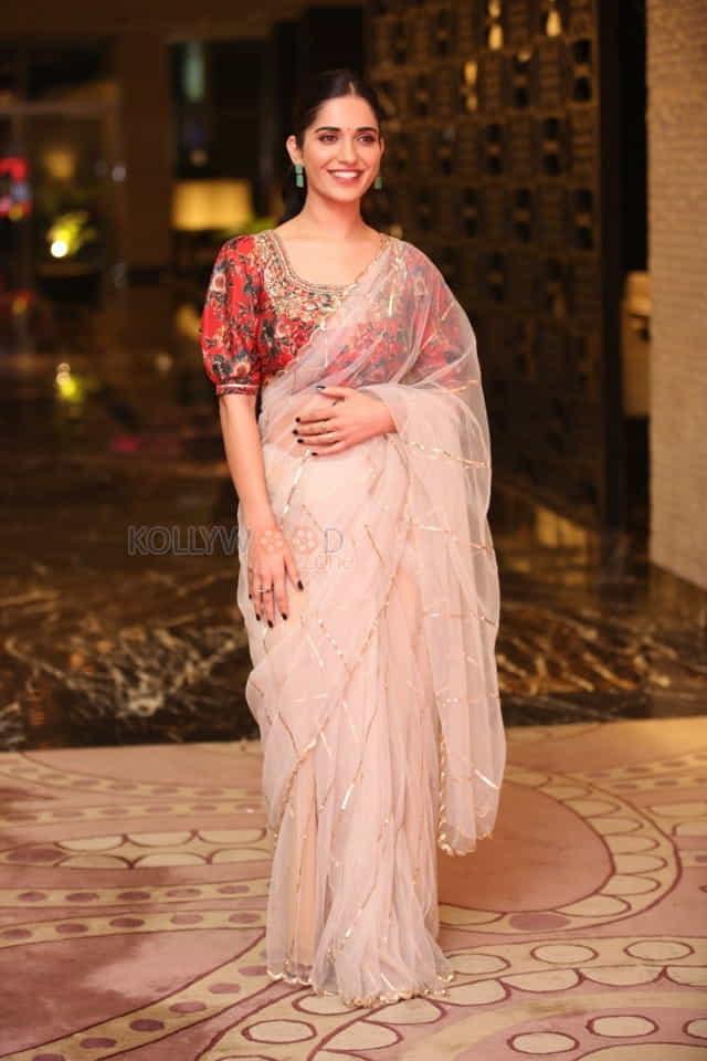 Actress Ruhani Sharma at Nootokka Jillala Andagadu Pre Release Event Photos 15
