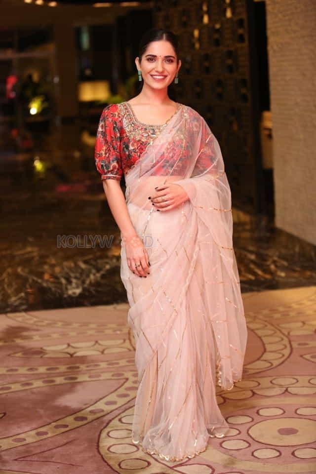 Actress Ruhani Sharma at Nootokka Jillala Andagadu Pre Release Event Photos 18