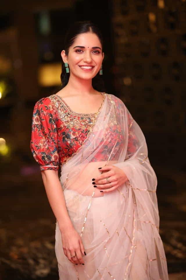 Actress Ruhani Sharma at Nootokka Jillala Andagadu Pre Release Event Photos 19