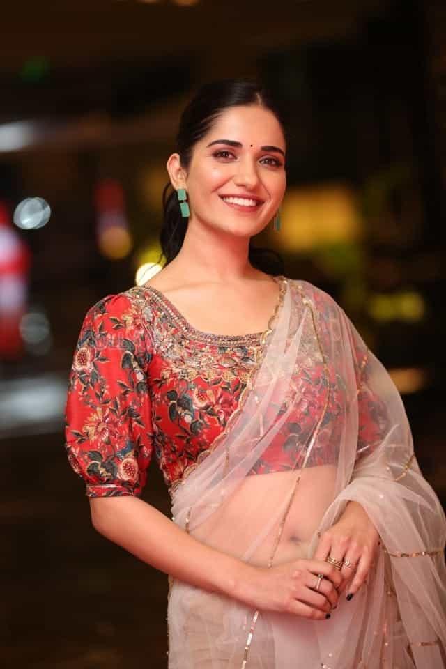 Actress Ruhani Sharma at Nootokka Jillala Andagadu Pre Release Event Photos 24