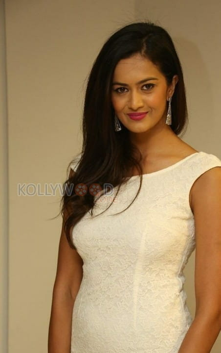 Actress Shubra Aiyappa Latest Pictures 18