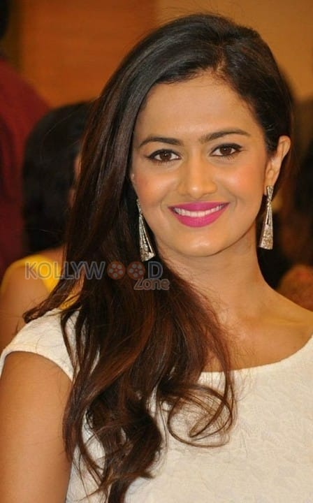 Actress Shubra Aiyappa Latest Pictures 20