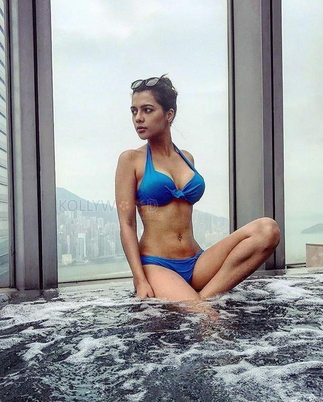 Former Miss India Ruhi Singh Hot Photos 07