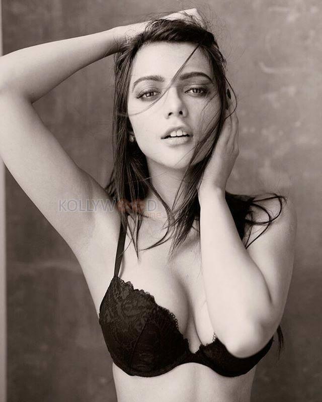 Former Miss India Ruhi Singh Hot Photos 11