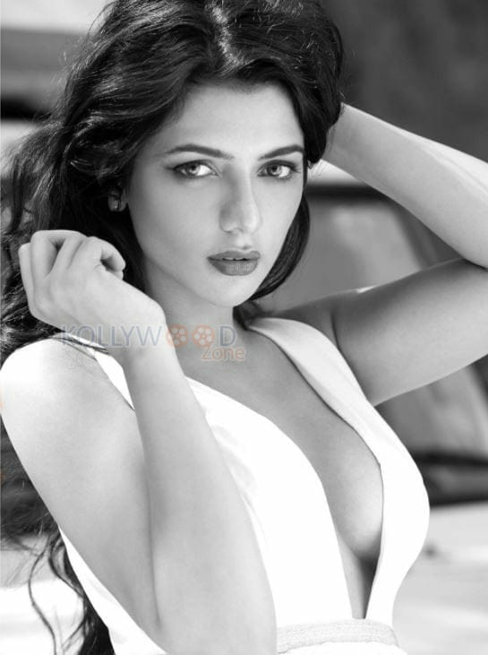 Model Ruhi Singh Hot Bikini Photos 06