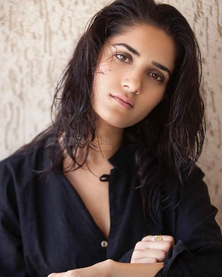 Punjabi Model Ruhani Sharma Sexy Photoshoot Photos 24